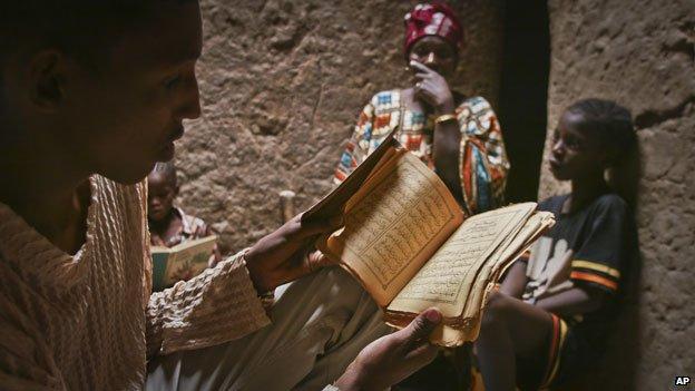 Manuscripts in Timbuktu (2004)