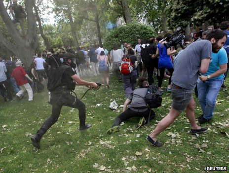 Police chase protesters in Taksim Square, Istanbul, 28 May