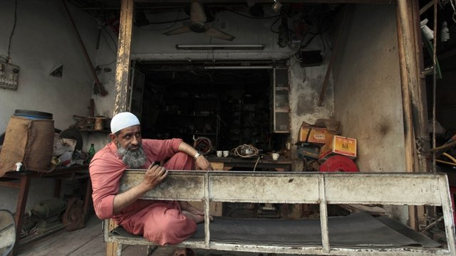 A Pakistani mechanic pauses during a power outage