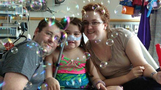 Sarah Murnaghan and her parents