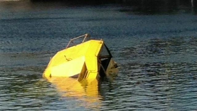Amphibious tourist craft