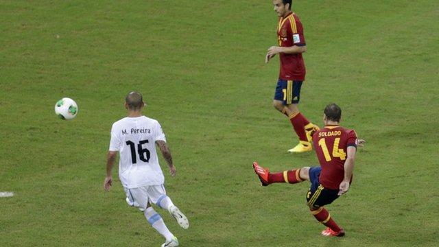 Roberto Soldado scores for Spain