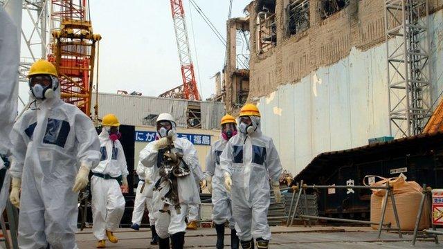 File photo: IAEA inspectors at the Fukushima Dai-ichi nuclear power plant, 17 April 2013