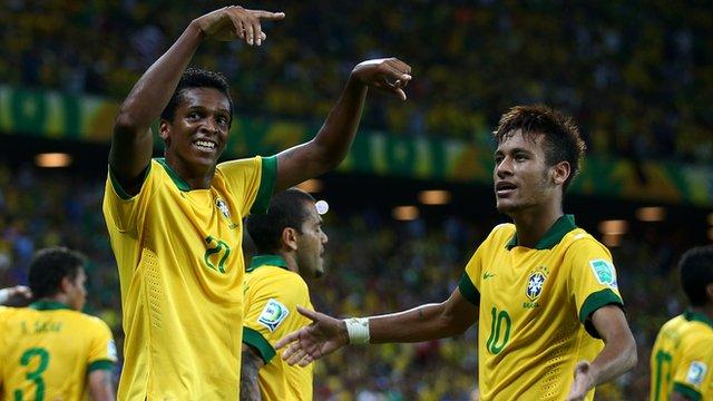 Brazil strikers Jo and Neymar