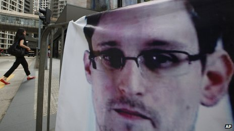 A banner supporting Edward Snowden in Hong Kong's business district, 20 June 2013