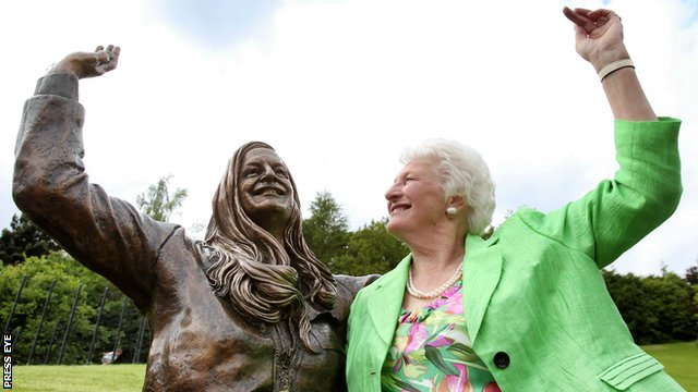 Dame Mary Peters at unveiling of statue