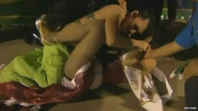 Two drag queens fight on floor