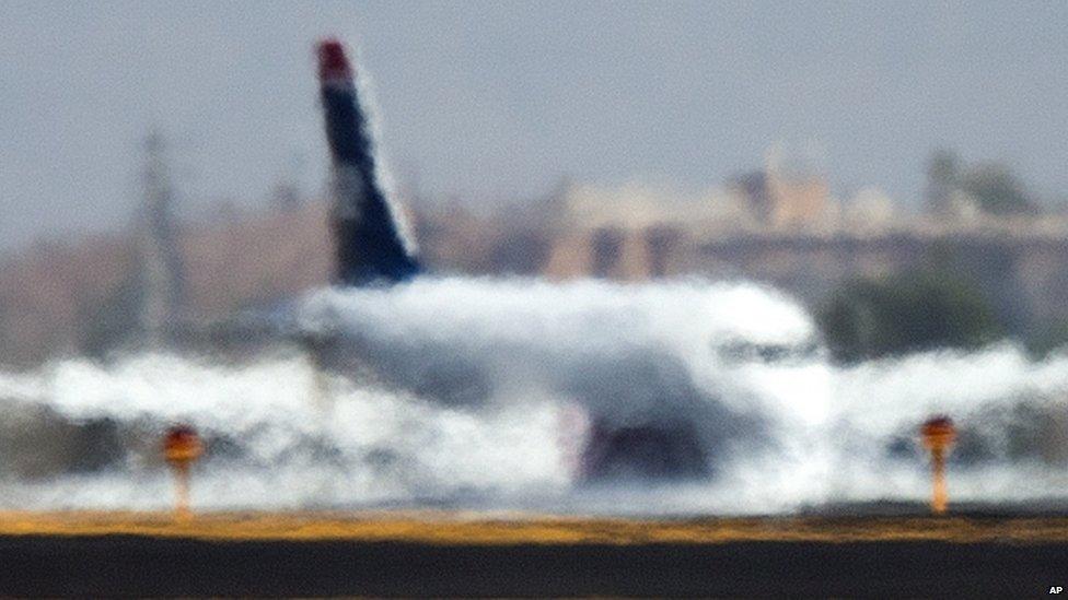 Plane through heat haze at Sky Harbor airport, Arizona (28 June 2013)