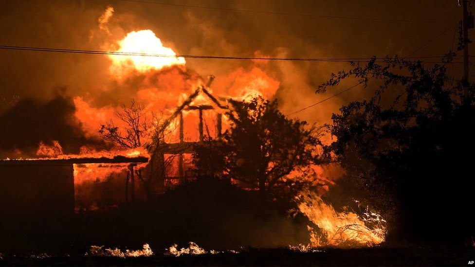 A home burns in Yarnell (30 June 2013)