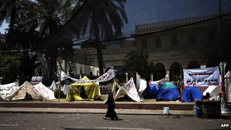 Protest camp outside the Ittihadiya presidential palace in Cairo (1 July 2013)