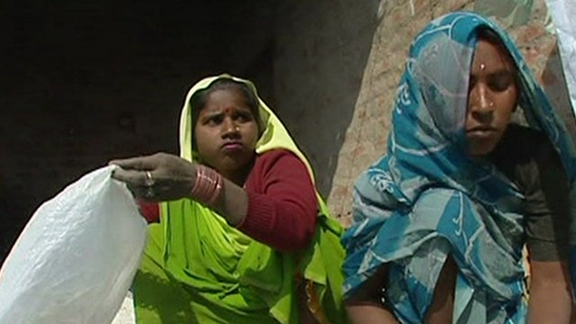 Women with rubbish in India