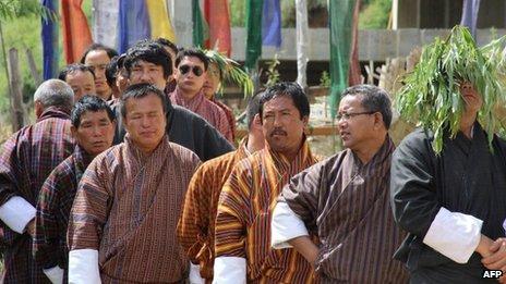 Voters in Bhutan's capital, Thimpu, 13 July 2013