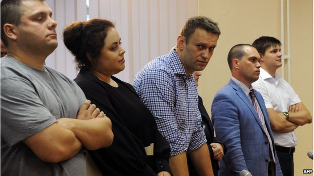 Alexei Navalny (3rd R) stands in a courtroom in Kirov on July 18, 2013
