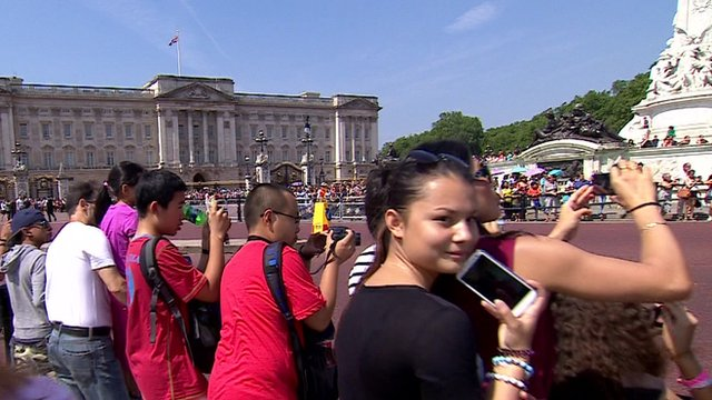 Tourists outside Buckingham Palace