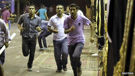 Members of the Muslim Brotherhood and supporters of ousted Egyptian President Morsi run during a clash with anti-Morsi protesters in Alexandria (7 July)