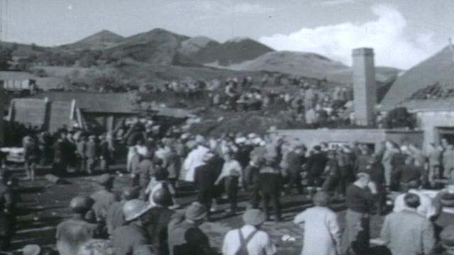 Rescuers at Aberfan in 1966