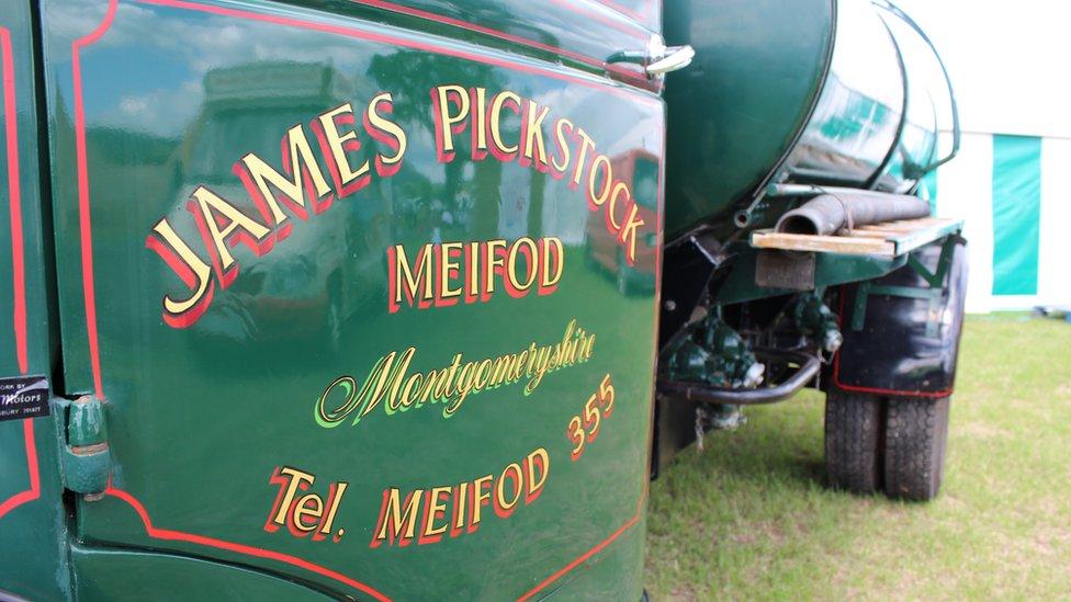 Hen lori betrol James Pickstock, Meifod.