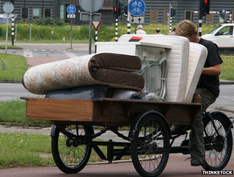 Man uses bike for removals