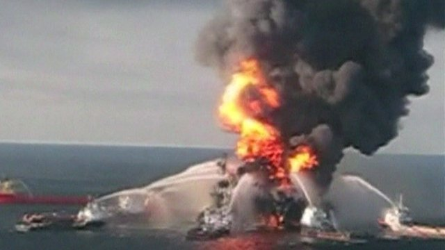 Deepwater Horizon rig on fire