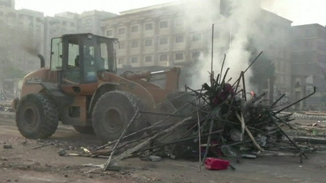 Tractor in Cairo clear-up