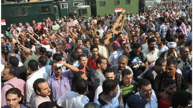 Pro-government crowds gather outside the al-Fatah mosque