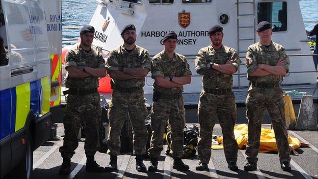 Royal Navy bomb disposal team