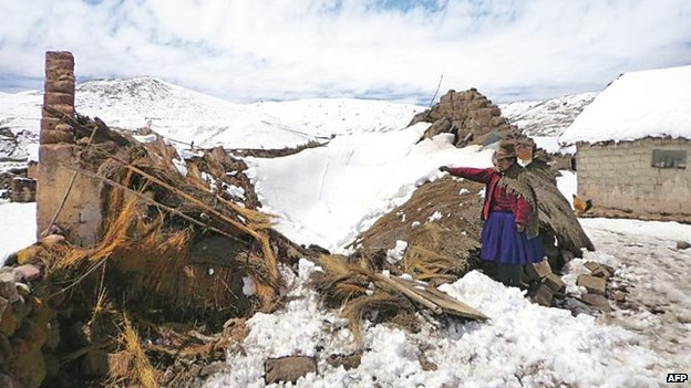 A collapsed house under the snow in the Peruvian mountains (27 August)