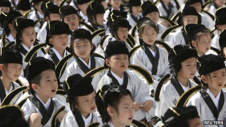Pupils in traditional costumes attend a ceremony at the Confucius temple in Nanjing, Jiangsu province 1 September 2013