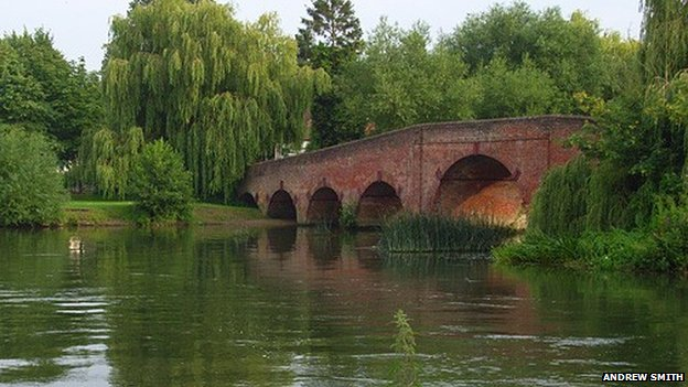 Sonning Bridge without the letterbox