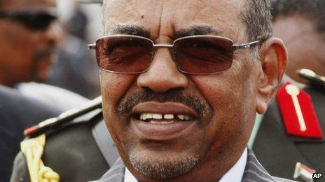 Sudanese President Omar al-Bashir waits for the arrival of South Sudanese President Salva Kiir at Khartoum airport in Khartoum, Sudan, Tuesday, 3 September, 2013.