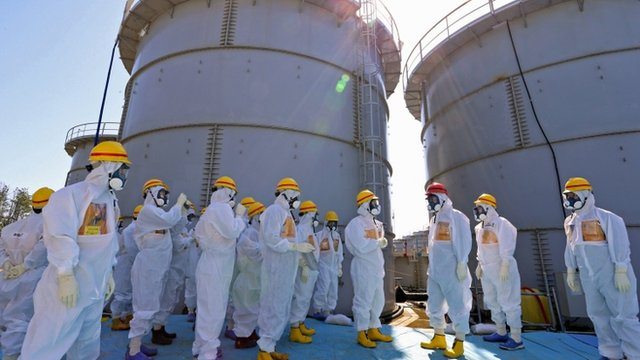 Japanese PM (in red helmet) at Fukushima nuclear plant