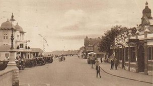 A postcard view of what the Penarth sea front used to look like in the 1930s