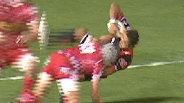 Jonathan Davies tackles Toby Faletau