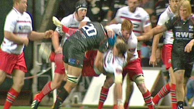 Ospreys' Justin Tipuric tackles Edinburgh's Sean Kennedy