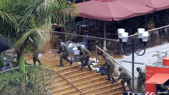 Kenyan defence forces taking position on the steps of the Westgate mall