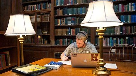 Harvard student learning online