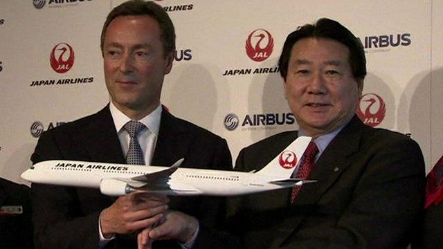 Airbus CEO Fabric Bregier (L) & JAL president Yoshiharu Ueki (R)