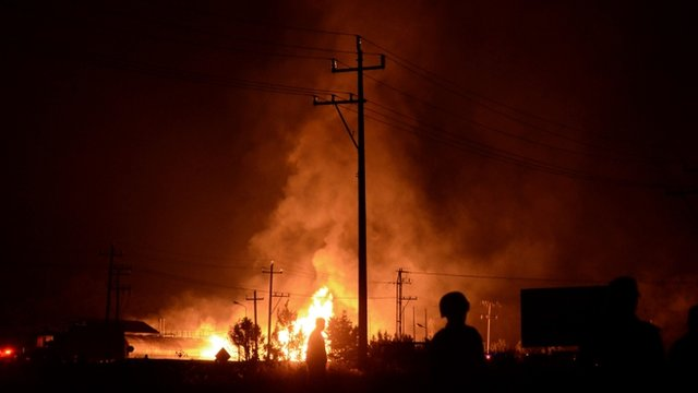 The fire spread quickly through the industrial park near Puebla
