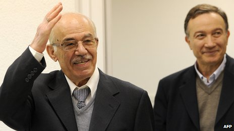 Hassan Abdul Azim (L) and Haytham Manna (R) in Moscow (17 April 2012)