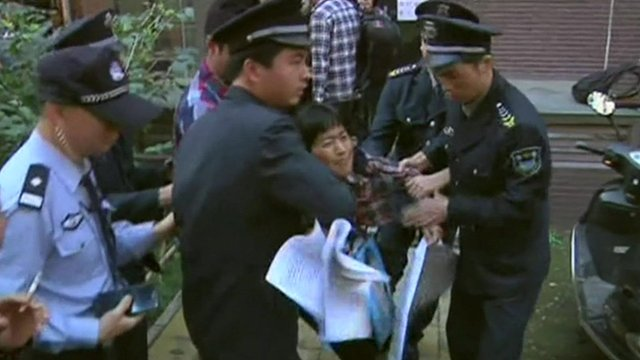Chinese protester struggles with authorities