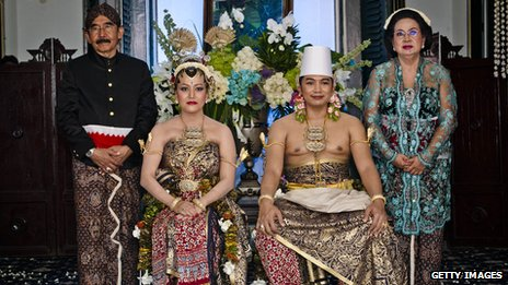 KPH Notonegoro and Gusti Kanjeng Ratu Hayu with family pose for a photograph during their wedding ceremony