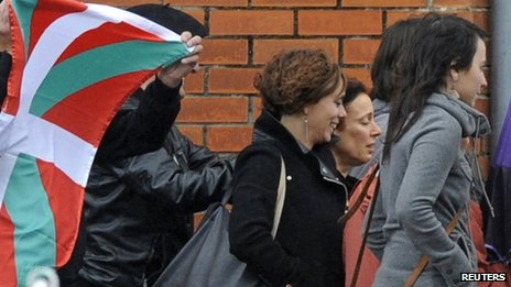 Basque separatist militant Ines del Rio (C) walks with supporters after she was freed from jail in Teixeiro, October 22, 2013