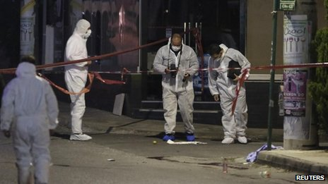 Police forensics experts look for evidence near the Golden Dawn offices in Iraklio, Atene