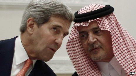 John Kerry and Prince Saud al-Faisal in Riyadh (4 November 2013)