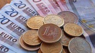 Euro notes an coins