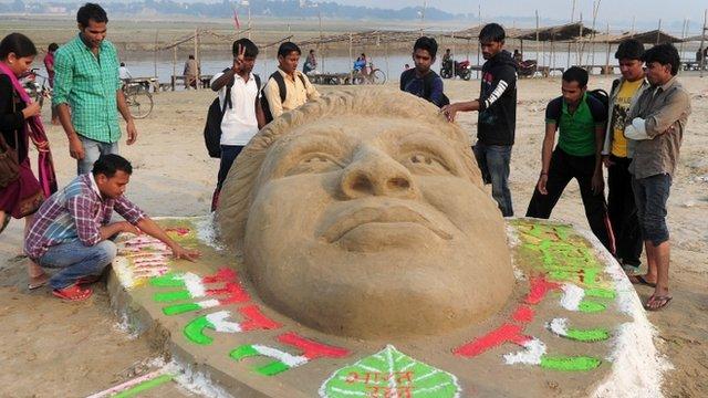 Indian fans make sand sculpture of cricket legend Sachin Tendulkar