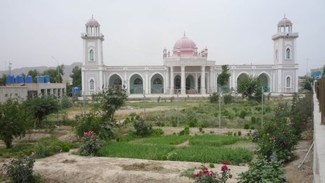The Red Mosque in Kandahar where the head of Kandahar Ulama Council, Maulawi Hekmatullah Hekmat, was killed in a suicide attack in 2011. BBC - Photo taken by Dawood Azami