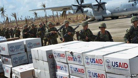 Aid at Guiuan airport