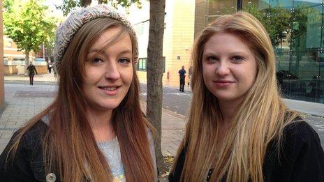 Harriet Sutherland, 19 (left) and Sydney Chandler, 18,