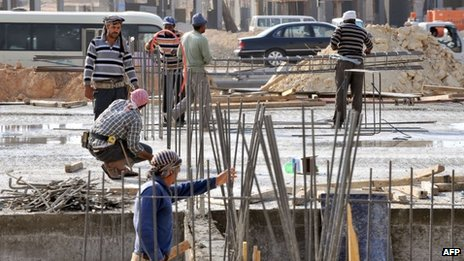 Foreign workers at a construction site in Riyadh (30 October 2013)